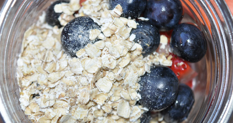 strawberry blueberry and banana overnight oats