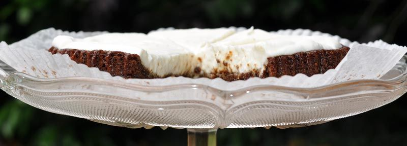 Dark Ginger Cake With A Lemon COYO Frosting 0006
