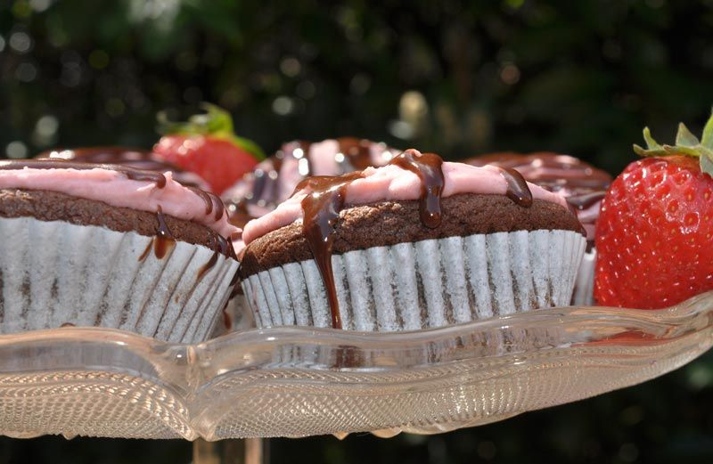 Chocolate Cupcakes With Strawberry Cheesecake Frosting 0009